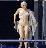 f2c7prd05t6e Gwen Stefani Nude Fake and Sex Picture