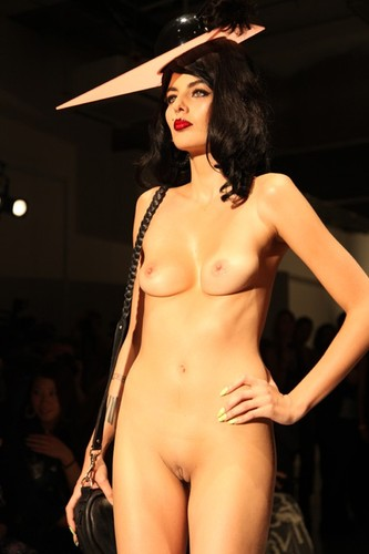 Warm Nude Catwalk On Aktmodell Png